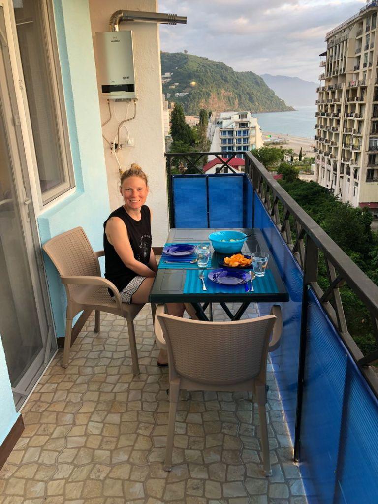 Unser Balkon in Batumi, wo wir uns für ein paar Tage zum Erholen niedergelassen haben.