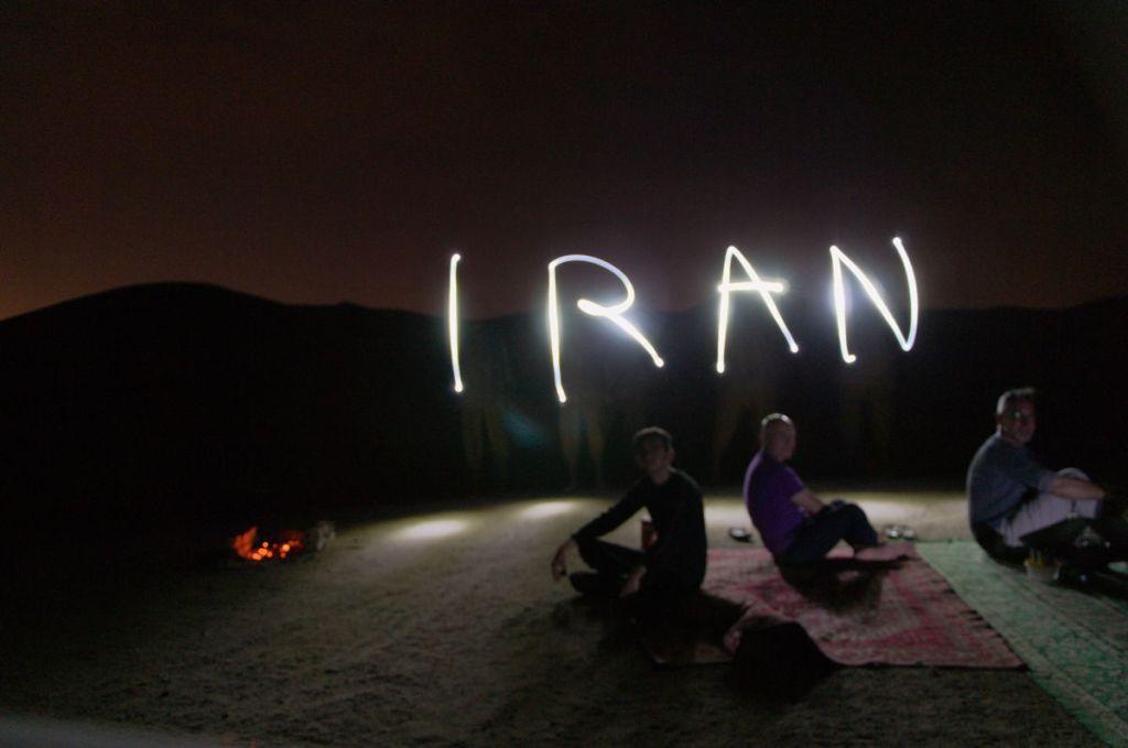 Grillen in der Wüste im Iran